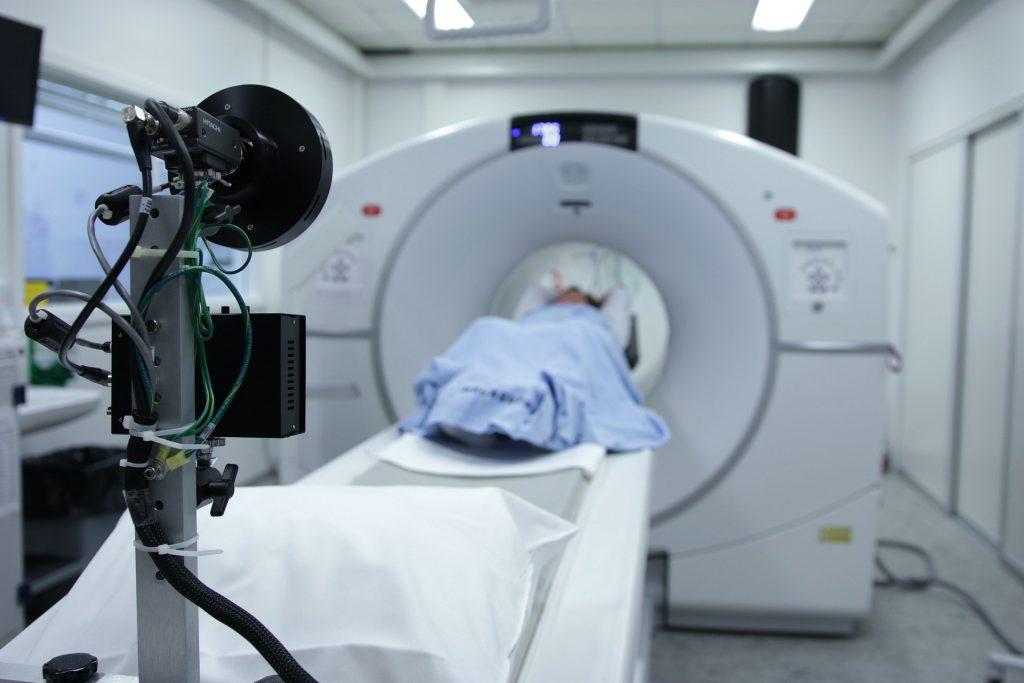 Podczas każdego badania warto zadbać o to, aby pacjent czuł się komfortowo (fot. Pixabay.com, autor: Bokskapet)